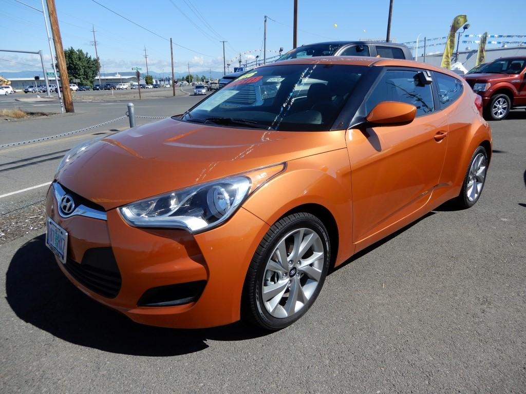 Pre-Owned 2016 Hyundai Veloster Base & Pre-Owned 2016 Hyundai Veloster Base 3 Door Coupe