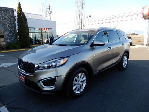 Pre-Owned 2017 Kia Sorento 3.3 LX 4 Door Wagon